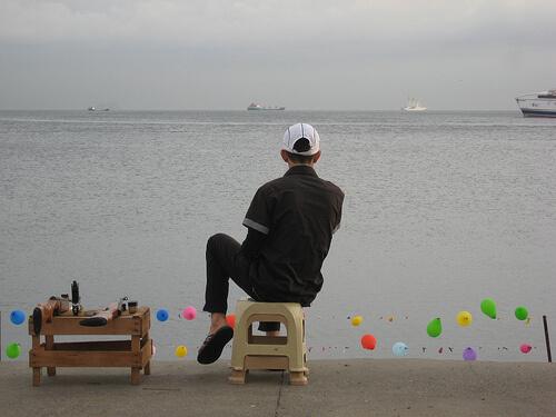 jongen met luchtbugs, istanbul